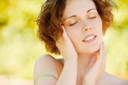 Чутлива шкіра обличчя: прояви та догляд