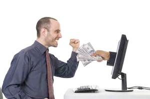 Фото - Чоловік отримує гроші