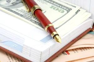 Фото - Гроші і ручка в блокноті