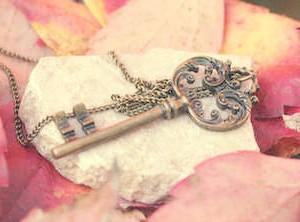 Фото - Гарний ключ на камені